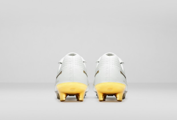 7cbc3dd24 Nike Unveil Ronaldinho 'Touch Of Gold' Boots