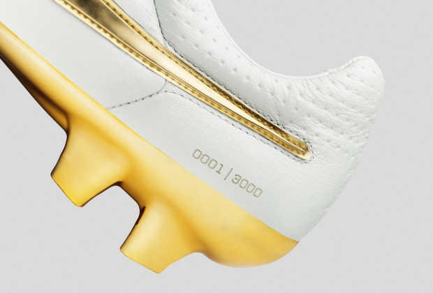 lowest price 12fd6 d3844 Nike Unveil Ronaldinho Touch Of Gold Boots