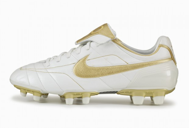 premium selection ddffb a9acb Nike Unveil Ronaldinho 'Touch Of Gold' Boots