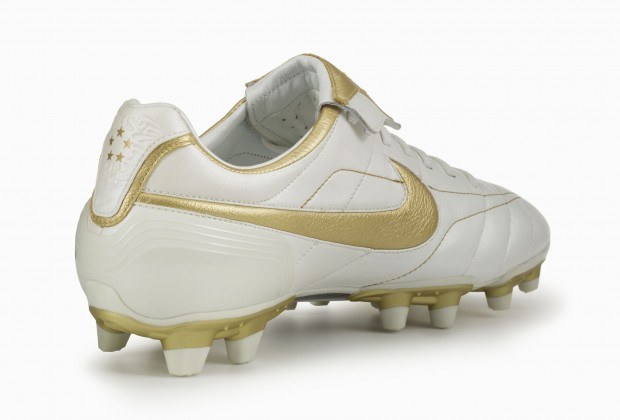 c9c89d69c82f84 Nike Unveil Ronaldinho  Touch Of Gold  Boots