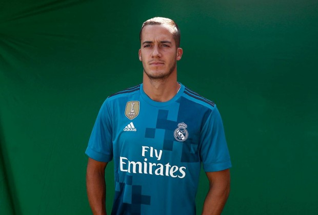 buy popular a298c ac656 Gallery: Real Madrid Unveil New Third Kit