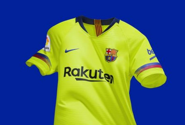 34807b7879a Gallery  FC Barcelona Unveil New 2018 19 Away Kit