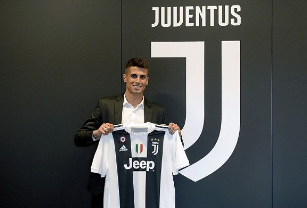 huge discount 8bb8f 8b2bd Official: Cristiano Ronaldo Joins Juventus In Record Deal