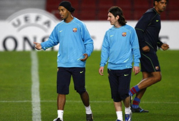 497a84c65 Brazil legend Ronaldinho has insisted that FC Barcelona superstar Lionel  Messi is the best player in history, and also explained why he prefers the  ...