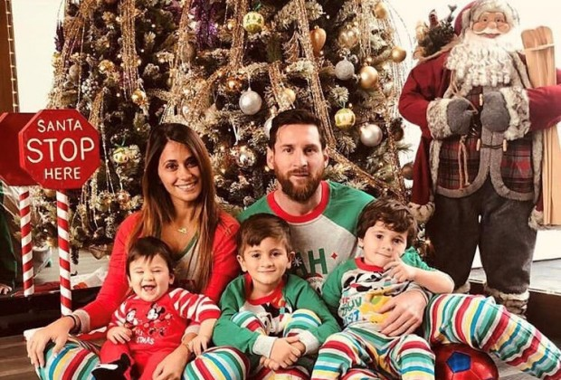 Family Christmas.What Cristiano Ronaldo Lionel Messi Did For Christmas