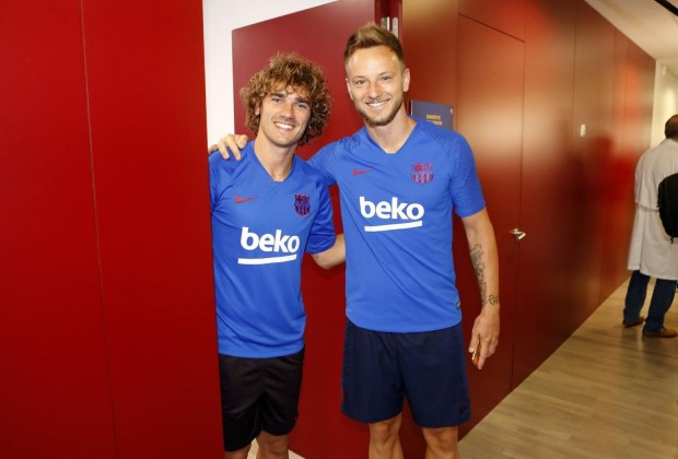 detailed pictures eb52f be594 Official: FC Barcelona Unveil Antoine Griezmann, Reveal ...
